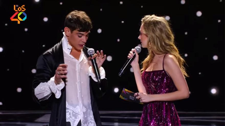 César Vicente y Ester Expósito, en la gala de Los40 Music Awards