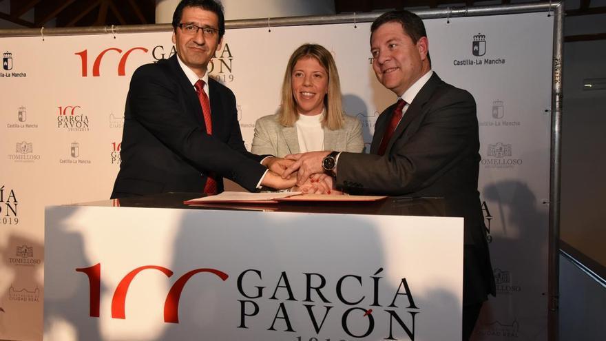 Firma del convenio para los actos del I Centenario de Francisco García Pavón