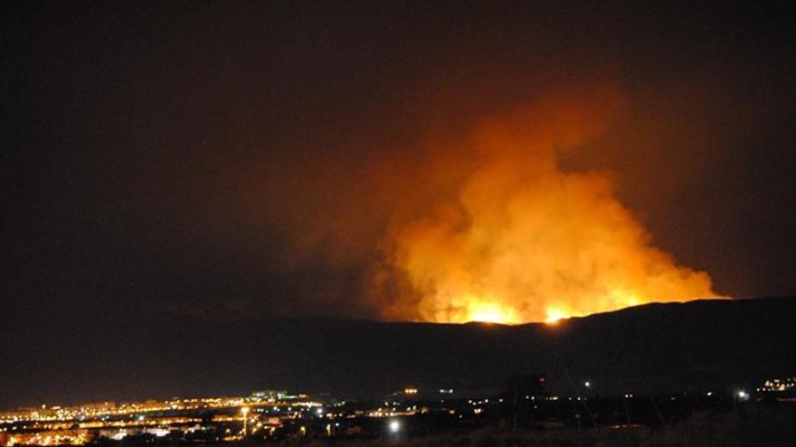 El frente de Alhama en el incendio de Sierra de Gádor, desde Almería