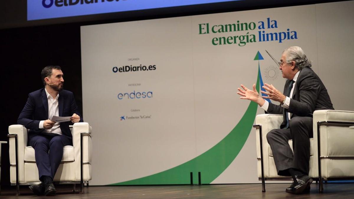 José Bogas, consejero delegado de Endesa, junto a Ignacio Escolar, director de elDiario.es