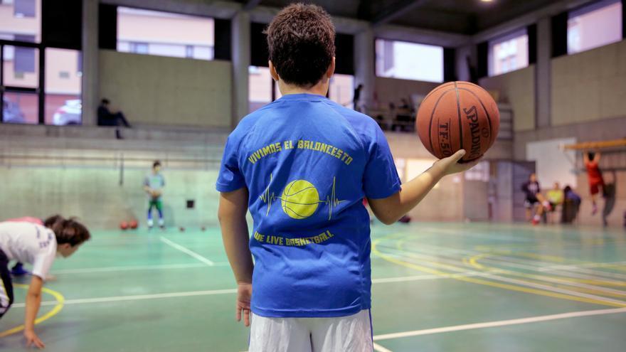 Niño en un entrenamiento del Club Baloncesto Las Palmas