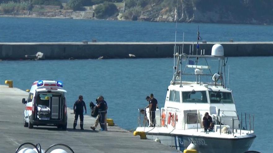 Cinco adultos y una niña mueren en un naufragio frente a la isla de Lesbos