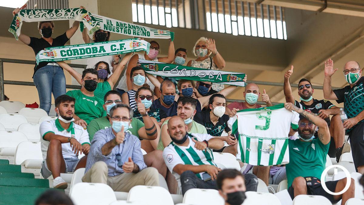 Aficionados del Córdoba en El Arcángel