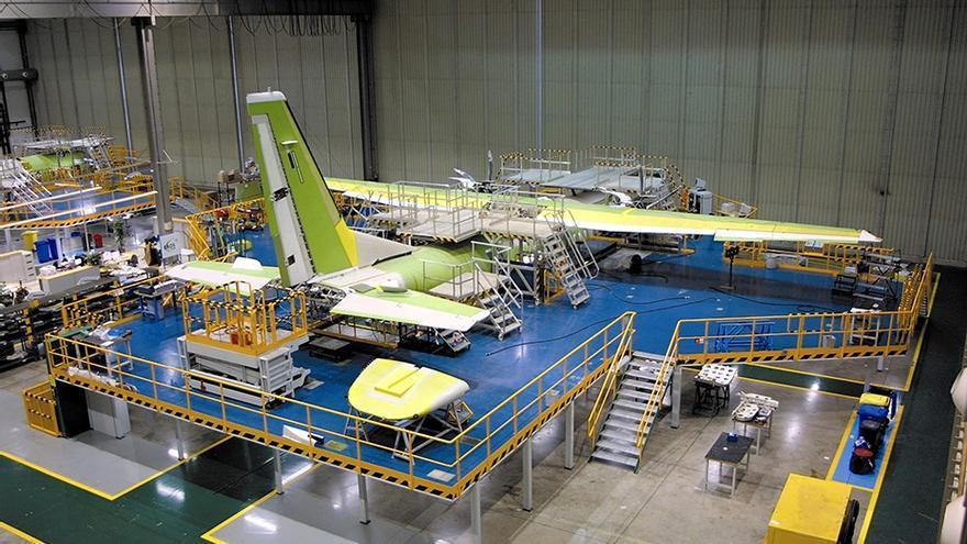 Planta del sector aeronáutico en las inmediaciones del aeropuerto de San Pablo en Sevilla.