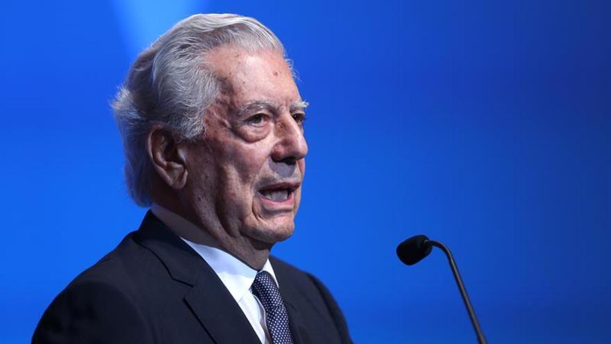 Vargas Llosa y Varufakis, protagonistas del Hay Festival 2017 en Colombia