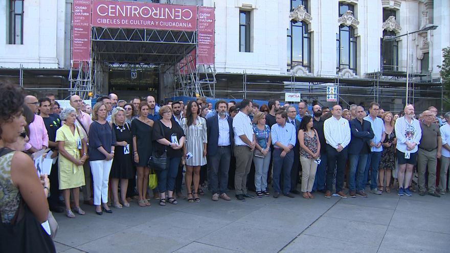 El Ayuntamiento de Madrid guarda un minuto de silencio por las víctimas del atentado de Barcelona