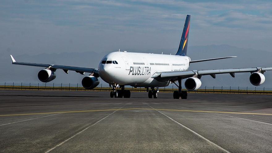 Archivo - Imagen de un avión de Plus Ultra Líneas Aéreas.