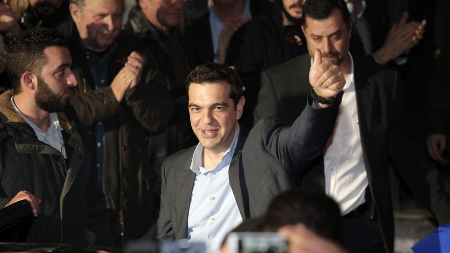 Alexis Tsipras, rodeado de sus simpatizantes tras la victoria de Syriza / AP Photo/Lefteris Pitarakis