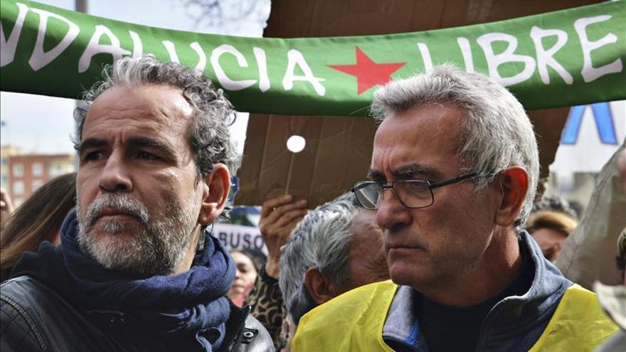 """Willy Toledo exige en Santiago """"pan, techo y dignidad"""" para la clase obrera"""