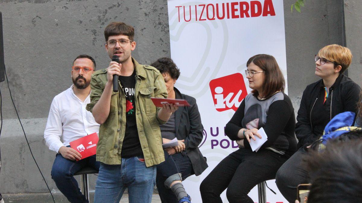 Jon S. Forrest, candidato al Parlamento Europeo por IU, en el acto de IU-Unidas Podemos en la Plazuela de la Memoria Trans | SOMOS CHUECA