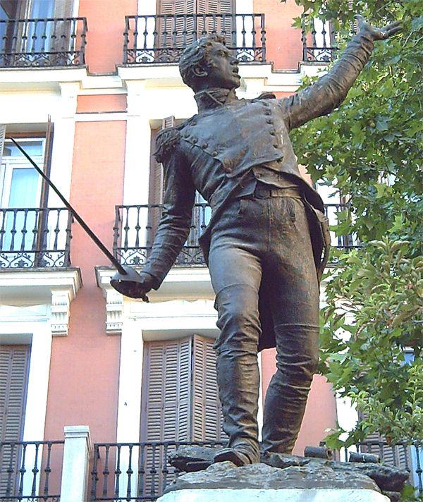 Estatua de Jacinto Ruiz Mendoza en la Plaza del Rey   Fotografía: Wikipedia