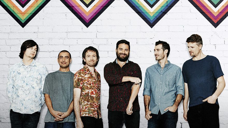 The Cat Empire al completo presentando 'Rising with the Sun'
