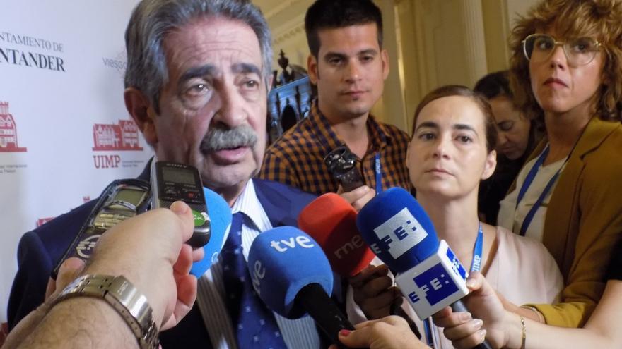 """Revilla asegura que """"no va a consentir"""" que los problemas de los partidos se trasladen al Gobierno"""