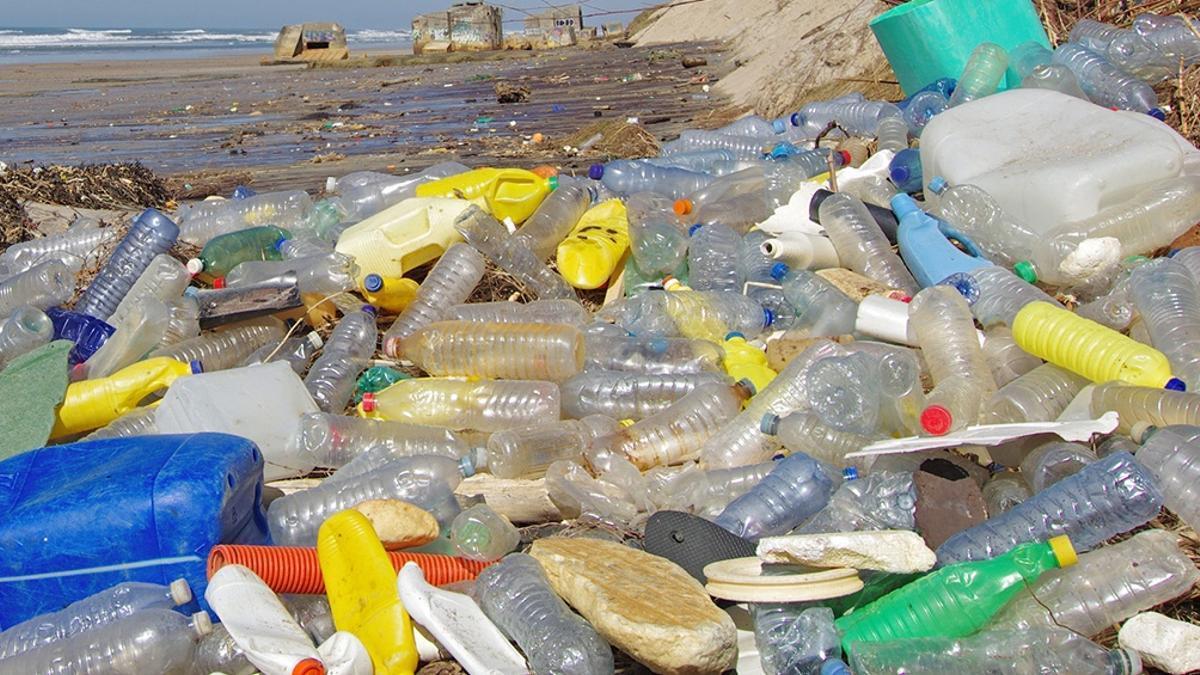 Cada año once millones de toneladas de plástico van a parar al mar