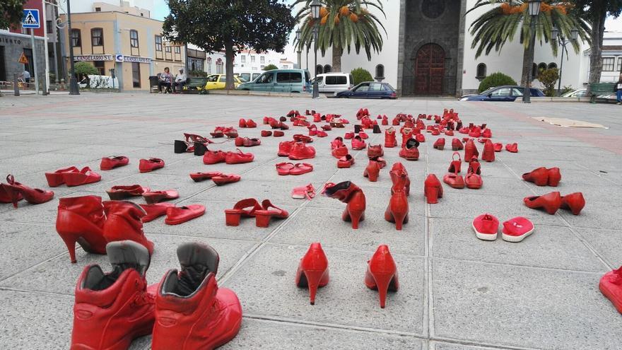 Zapatos rojos en San Andrés y Sauces.