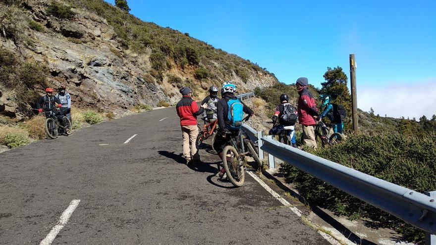 Imagen de archivo de un grupo de ciclistas en La Palma.