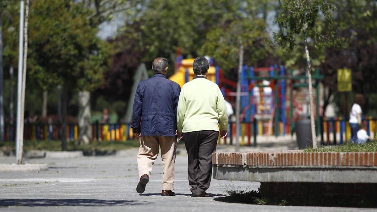 Imagen de archivo de una pareja de jubilados.