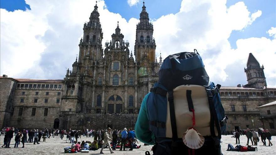 Imagen de un peregrino del Camino de Santiago a su llegada.