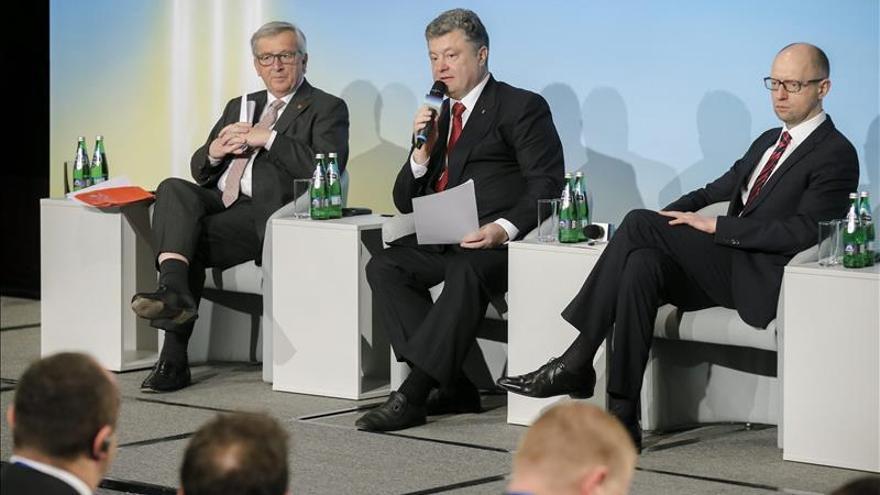 Juncker pide a Ucrania más reformas a cambio de la ayuda europea