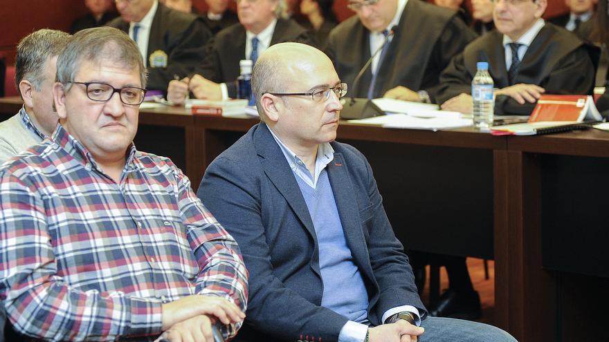 Los letrados Saiz Coca y Urraza, detrás de De Miguel y Tellería en una sesión del juicio