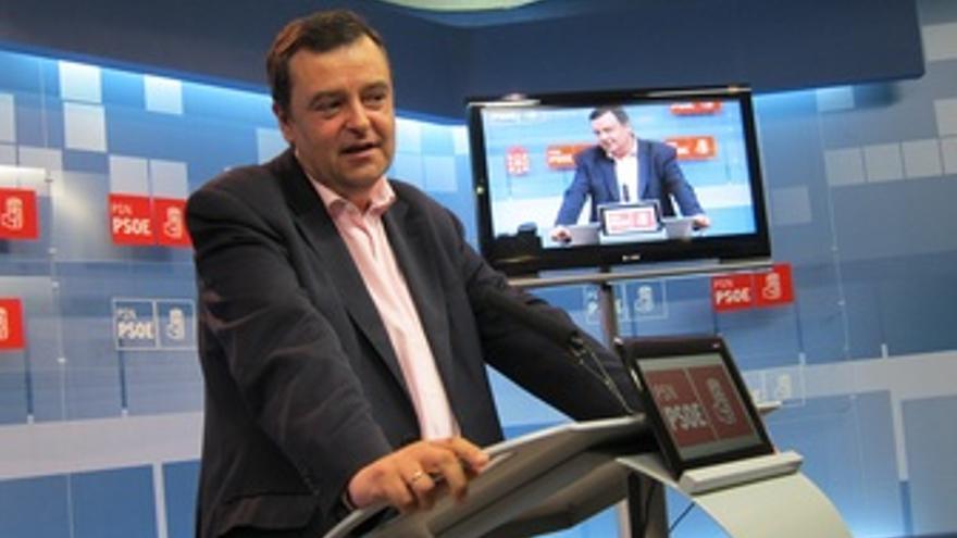 El Portavoz Parlamentario Del PSN, Juan José Lizarbe.