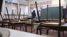 Todos los centros educativos de Canarias, como este colegio de Las Palmas de Gran Canaria, el Banda Cambre, permanecen sin actividad lectiva.