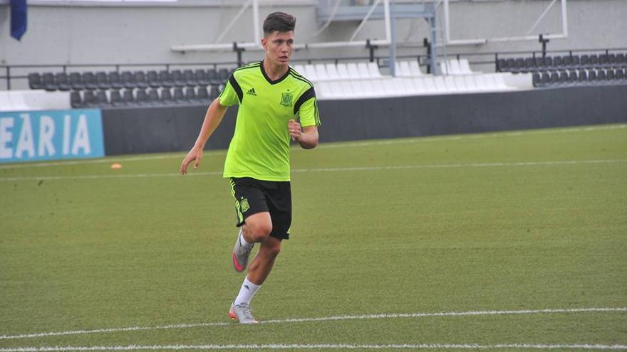 Cristo González entrenando con la selección española sub 19. (clubdeportivotenerife.es)