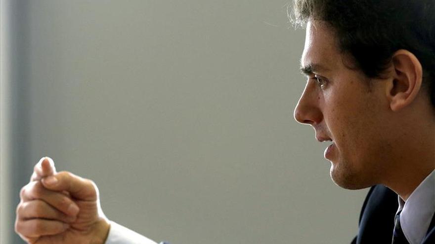 Rivera dice que los catalanes decidirán entre un golpe de Estado o la democracia