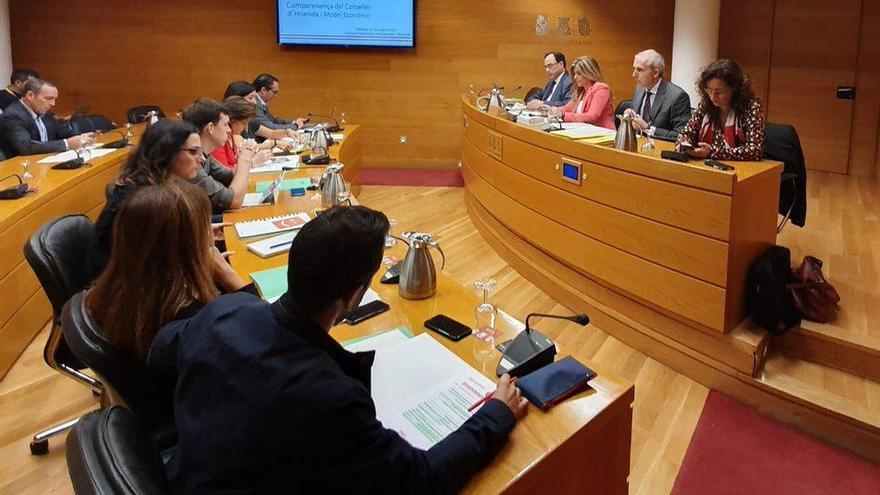 El conseller de Hacienda, Vicent Soler, comparece en las Corts para explicar los ajustes presupuestarios.