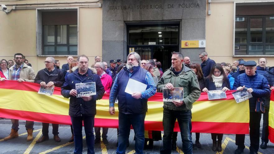 Miembros de los sindicatos policiales en Castilla y León frente a la Jefatura Superior de Policía.