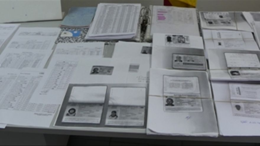 Detenido a un padre y su hijo por la venta fraudulenta de tarjetas de prepago en Gran Canaria.