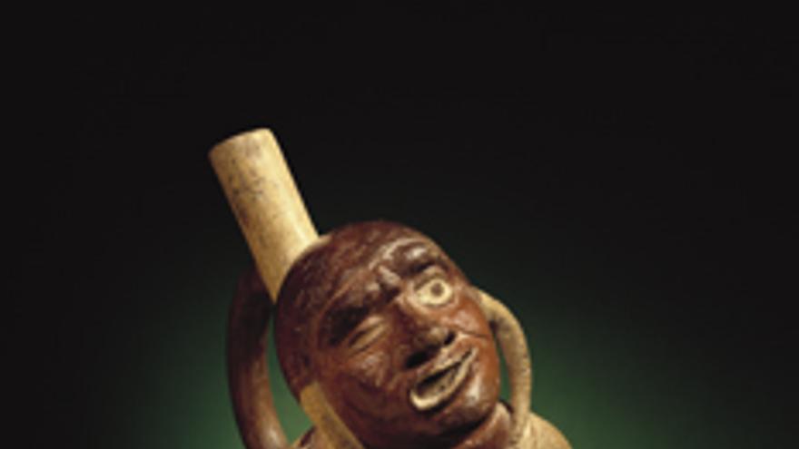 Escultura moche representando una parálisis facial