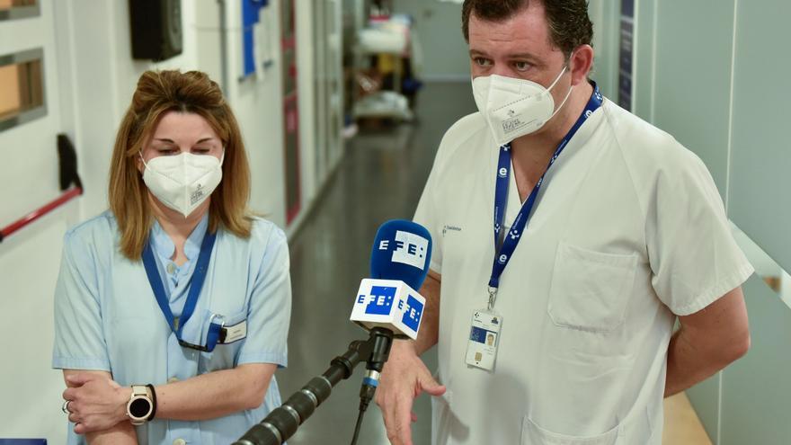 """La """"sobrecarga"""" en las ucis vascas, con pacientes cada vez más jóvenes"""