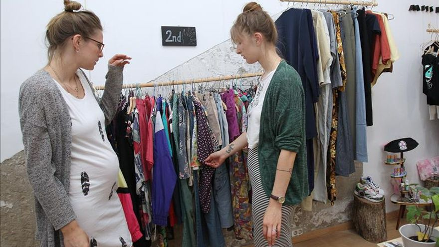 Nace la primera tienda de moda que presta ropa como si fuera una biblioteca