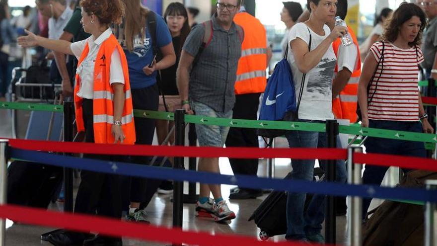 El Prat opera con normalidad en la tercera jornada de huelga indefinida