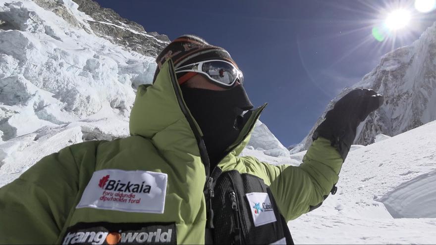 Alex Txikon retomará la próxima semana la expedición invernal al Everest tras convencer al equipo de sherpas