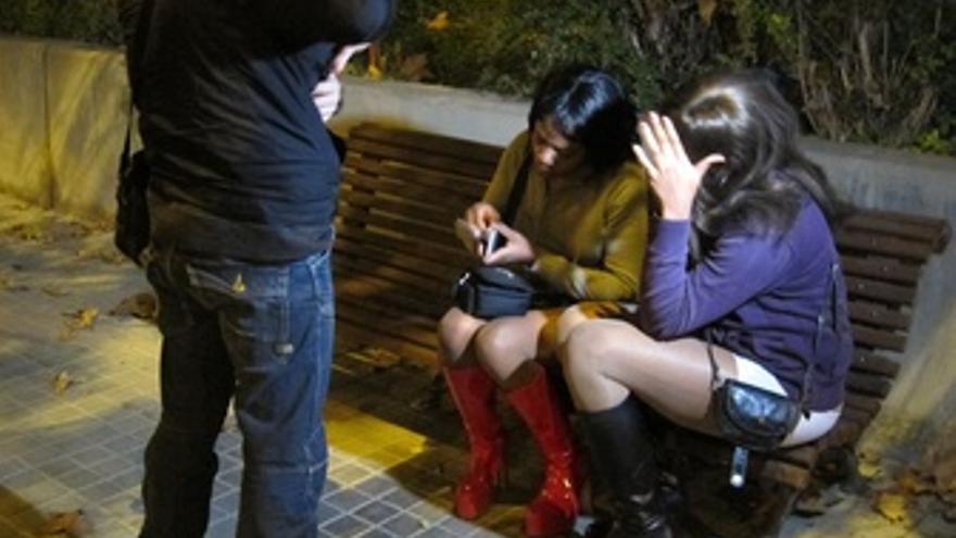 Policía Pide Documentación A Prostituta En Barcelona