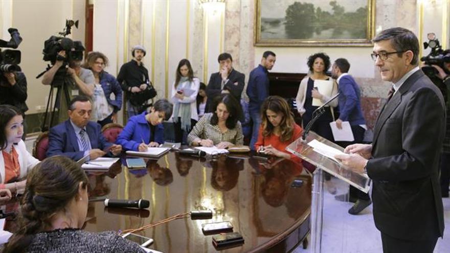 Patxi López: Podemos y Ciudadanos son gente nueva que repite viejos esquemas