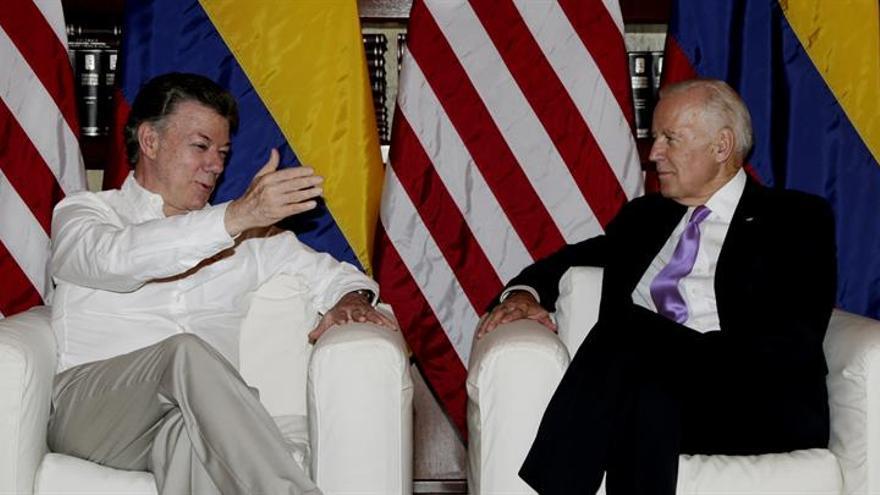 """Santos y Biden celebran en Cartagena """"el primer día de paz con las FARC"""""""