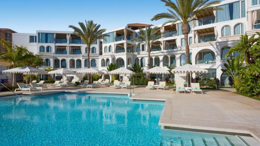 """Hoteles """"solo para adultos"""": una oferta turística en el limbo legal"""