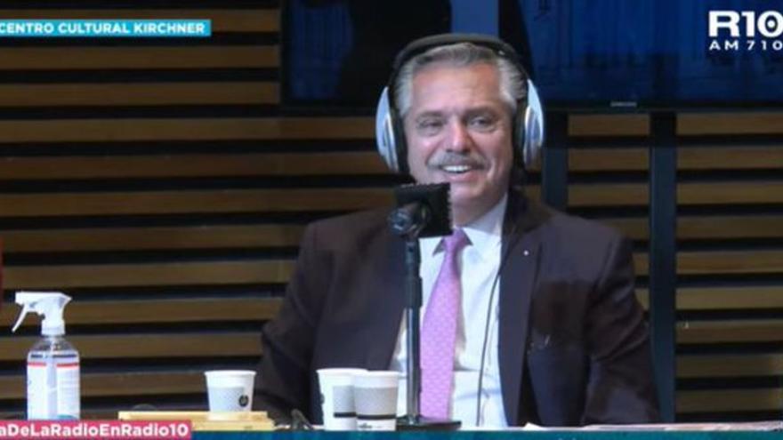 El presidente Fernández, en la entrevista con Radio 10