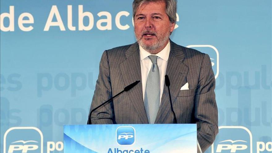 """Méndez de Vigo """"respeta"""" la decisión de Arístegui de dimitir como embajador"""