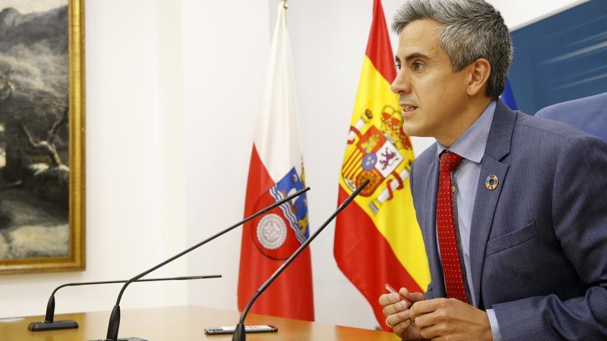 El vicepresidente, Pablo Zuloaga (PSOE), en la rueda de prensa posterior al Consejo de Gobierno. | LARA REVILLA