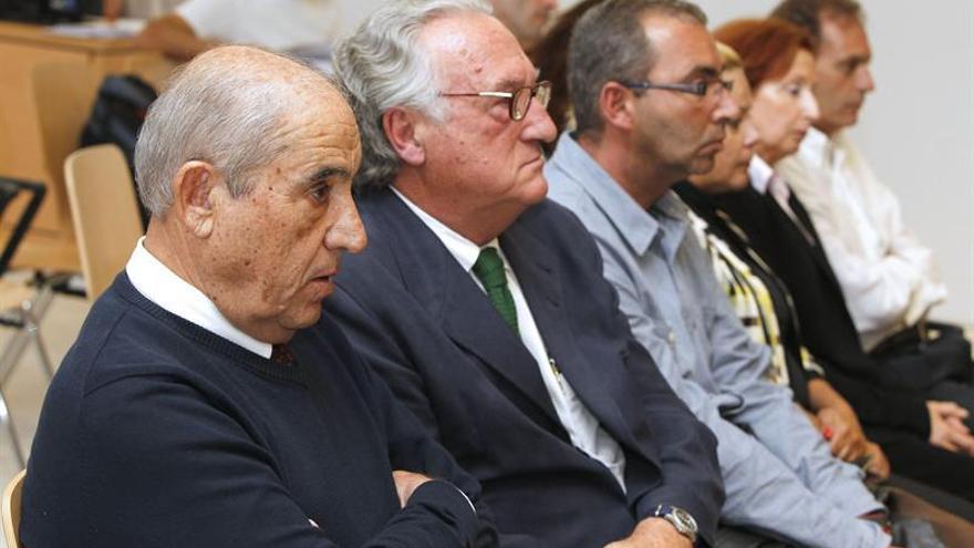 Los acusados del caso Unión, en la sesión de este jueves en la Sección Sexta de la Audiencia Provincial de Las Palmas. (ELVIRA URQUIJO/ EFE)
