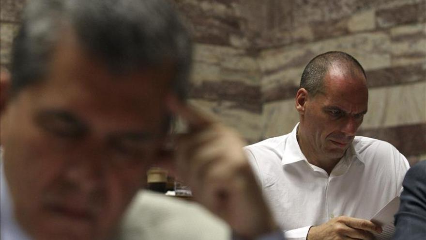 Varufakis dice que Grecia se convierte en vasallo del Eurogrupo con la capitulación
