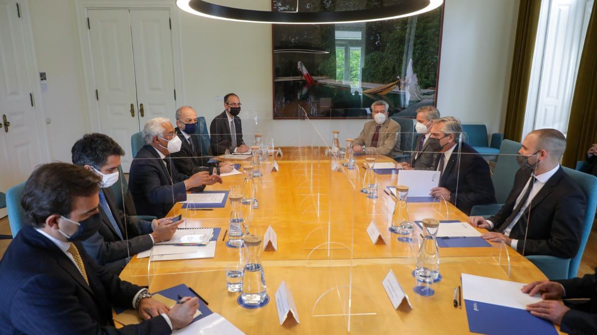 Dos equipos: la delegación presidencial argentina y su par portuguesa.