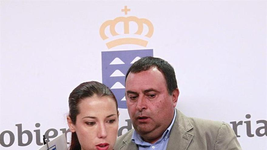 La vicepresidenta del Gobierno de Canarias, Patricia Hernández, y el presidente de la Federación Canaria de Municipios, Manuel Ramón Plasencia,