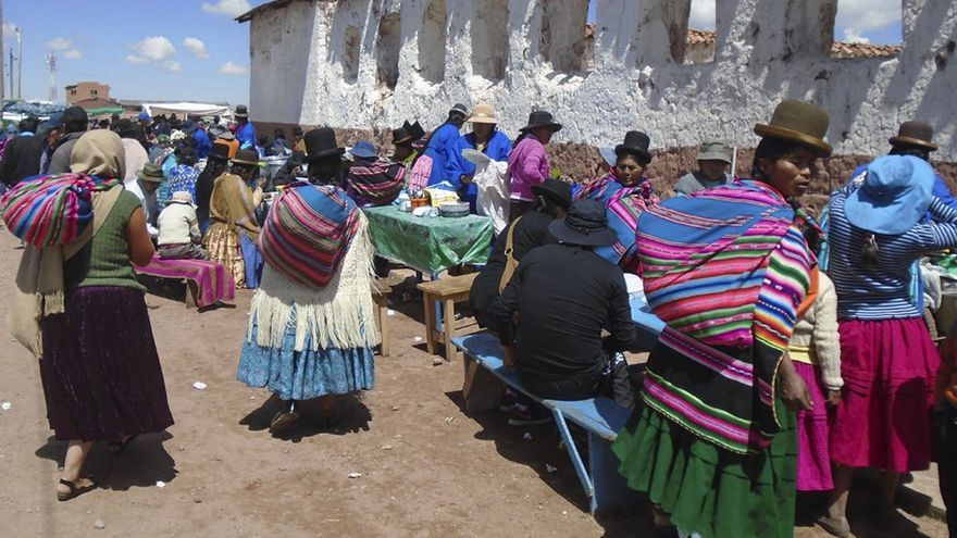 Machaqueños durante la festividad del Kena Kena