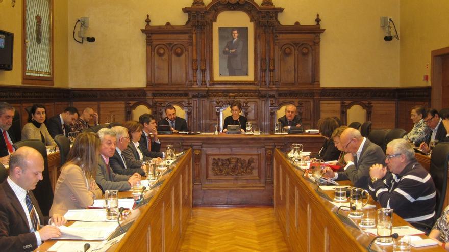 El PP gana en Oviedo y Foro en Gijón, pero con corporaciones muy fragmentadas