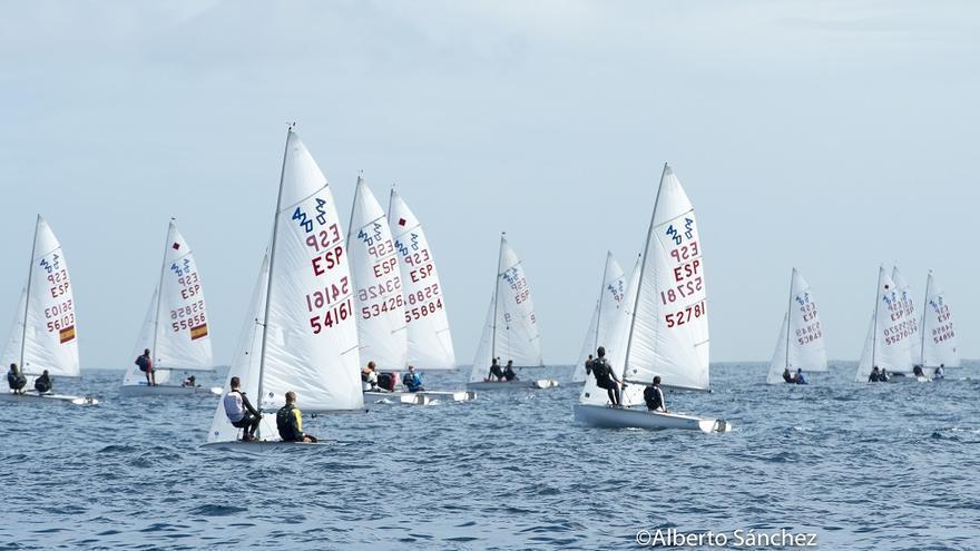 Segunda jornada de la regata de Carnaval y primera de los campeonatos de Canarias de las clases 420 y 29er.